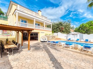 Lloret de Mar Villa Sleeps 18 with Pool and WiFi - 5811877