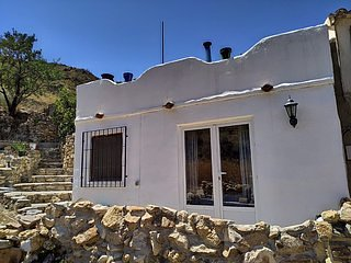 Rural Cortijo in rural Almeria Province 3 beds and 2 baths sleeps 6, holiday rental in Arboleas