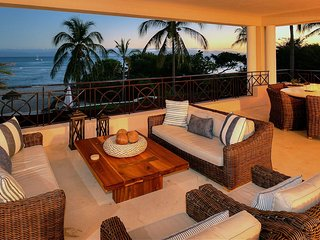 Beachfront Upscale Hacienda de Mita w/ Premier Golf and  Beach Clubs! (in Gates)