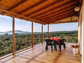 Seaview flat in an olive grove by the sandy beach