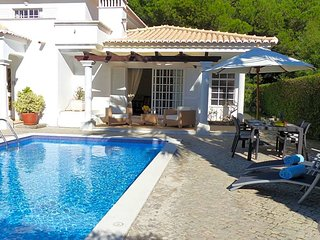 Vale do Garrao Villa Sleeps 6 with Pool and Air Con - 5814343