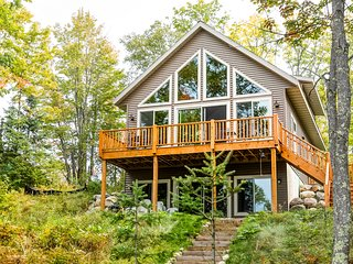 NEW LISTING! Lakefront home w/ furnished deck, firepit & private dock - dogs OK!