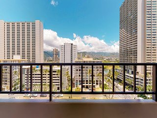 Inviting condo w/ city views, shared Ping-Pong, pool table, basketball