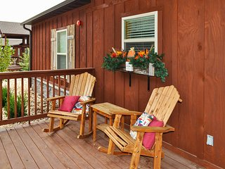 New Resort Cabin - Mins From Silver Dollar & Lake!
