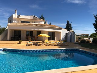 Villa with 4 bedrooms, sea view. Long term rental.