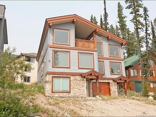 SLEEPS 18 True Ski In / Out  5 Bedroom + 4 Full Bathrooms, And Private Hot Tub
