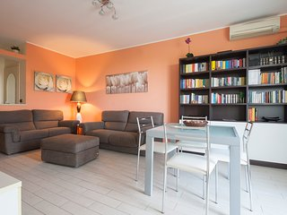 Bright 2bdr in residential area, south of Milan