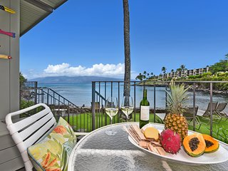 HKC 103 Step off the Lanai & Swim with Turtles! Pristine Bay Front Bungalow!