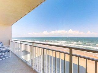 Oceanfront condo w/breathtaking ocean views, shared pool & hot tub!