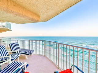 Oceanfront condo w/ beautiful views, shared pool, tennis, gym, & beach access