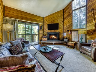 Dog-friendly condo perfect for families - walk to Navajo lifts!