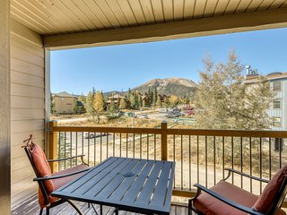 Lofted mountain condo w/ great view & shared hot tub/pool/gym/game room/sauna!