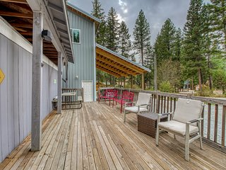 Family-friendly home w/ deck, shared river access, playground & sports court