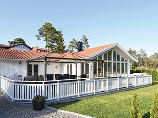 Stunning home in Strömstad w/ WiFi and 3 Bedrooms