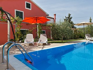 Villa for 6 people, direct on beach, private pool, garden, large terrace