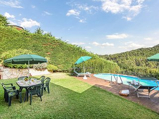 Nice home in Massarosa w/ Outdoor swimming pool and 3 Bedrooms (ITV975)