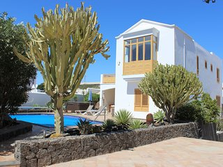Stunning, modern, luxury villa just 8 minutes´ walk from the beach and amenities