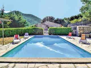 Beautiful home in Saint Leger du Ventoux w/ Outdoor swimming pool, Outdoor swimm
