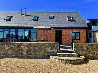 New - Dog and Family Friendly Converted Barn, Sleeps 6 on a Working Farm nr Ryde