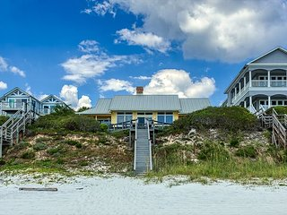 4BR/4BA Amazing beachfront Home!  Private pool and 4 complimentary bikes!!!