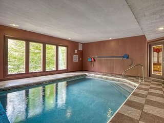 Luxury Cosby/ Gatlinburg Lodge with Home Theater Room & Private Indoor Pool