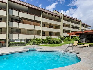 Oceanview condo w/ a shared pool, hot tub, & tennis - nearby beach access