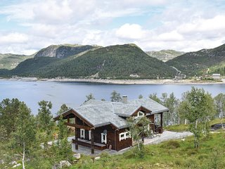 Stunning home in Matredal w/ Sauna, WiFi and 5 Bedrooms (N20440)