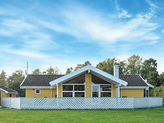 Amazing home in Humble w/ Sauna, WiFi and 4 Bedrooms