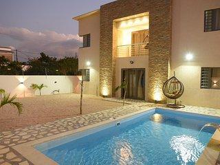 Villa Palmera (5 mins from city center & beaches)
