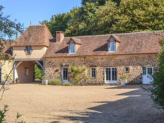 Stunning home in Domfront en Champagne w/ WiFi, Outdoor swimming pool and 2 Bedr