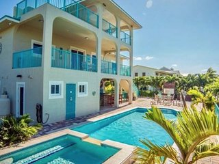 Florida Keys Vacation Villas Waterfront Family Friendly Pool Spa Deep Water Dock
