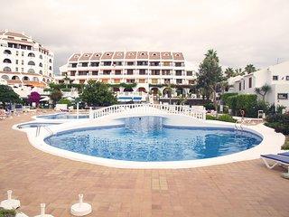 Pool & Private Solarium Bungalow next to the beach