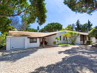 Quinta do Lago Villa Sleeps 12 with Pool Air Con and WiFi - 5814533