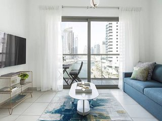 Elegantly Modern 1BR with Lovely Marina Views!