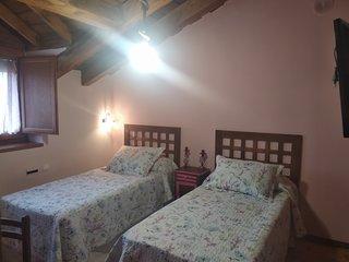 Habitacion doble 2 camas individuales en Pension Trescasas. Casa rural. Segovia