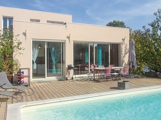 Amazing home in Cazouls d'Herault w/ Outdoor swimming pool and 5 Bedrooms