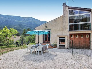 Awesome home in Castellane w/ WiFi and 3 Bedrooms