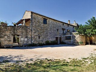 Nice home in Montclus w/ Outdoor swimming pool, WiFi and Outdoor swimming pool