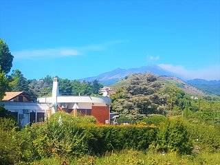 ETNA/TAORMINA AREA! COZY PANORAMIC VILLA & POOL heated!