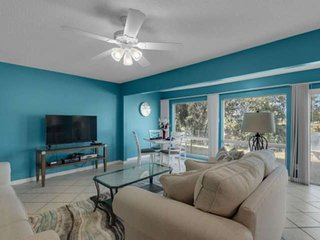 Amazing Location! Prime Dates Available! 3 Pools, On A Lake In Heart Of Destin