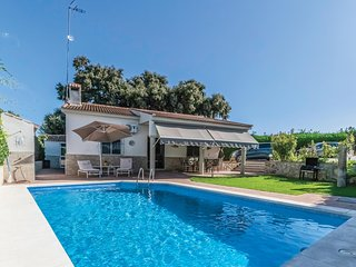 Beautiful home in Posadas w/ Outdoor swimming pool, Outdoor swimming pool and 3
