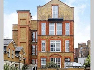 Very Central 2 Bed, 2 Bath Apartment near Tube, Covent Garden, WestEnd & Sights.