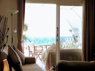 Ocean Wings - Panoramic SeaView Paphos Apartment. 10 mins walk to the beach.