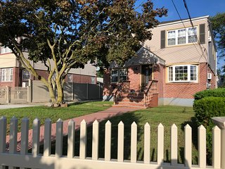 HiddenGemRosedale 2 Queen Beds near JFK with Keyless Entry and Parking.