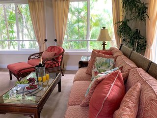 Regency 621: Top Floor, A/C Condo, Close to Beaches
