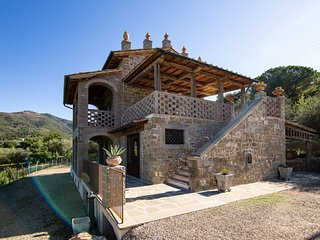 Mortelle Villa Sleeps 10 with Pool and Air Con - 5814657