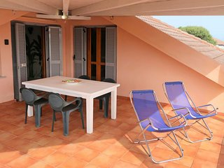 2 bedroom Apartment with Air Con and Walk to Beach & Shops - 5487119