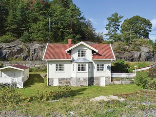 Beautiful home in Staubø w/ 3 Bedrooms