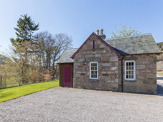 CA232 Cottage situated in Alness
