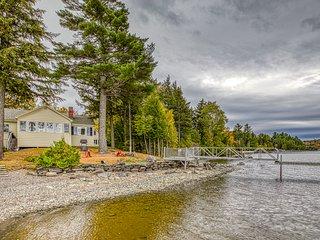 Lakefront cottage w/ beautiful views of Moosehead Lake & Big Moose Mountain!